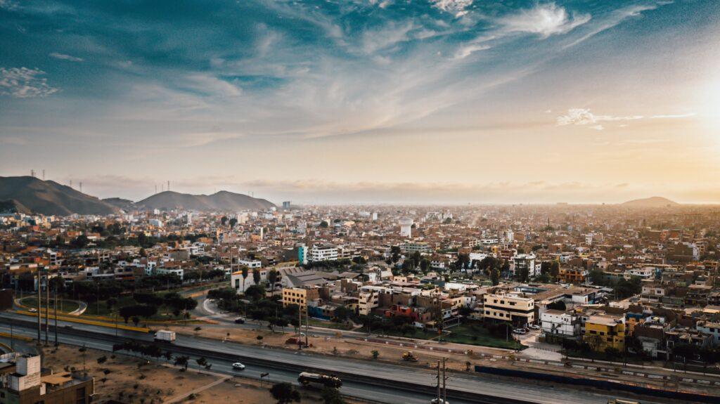 Lima: Aarom ore en Unsplash.com